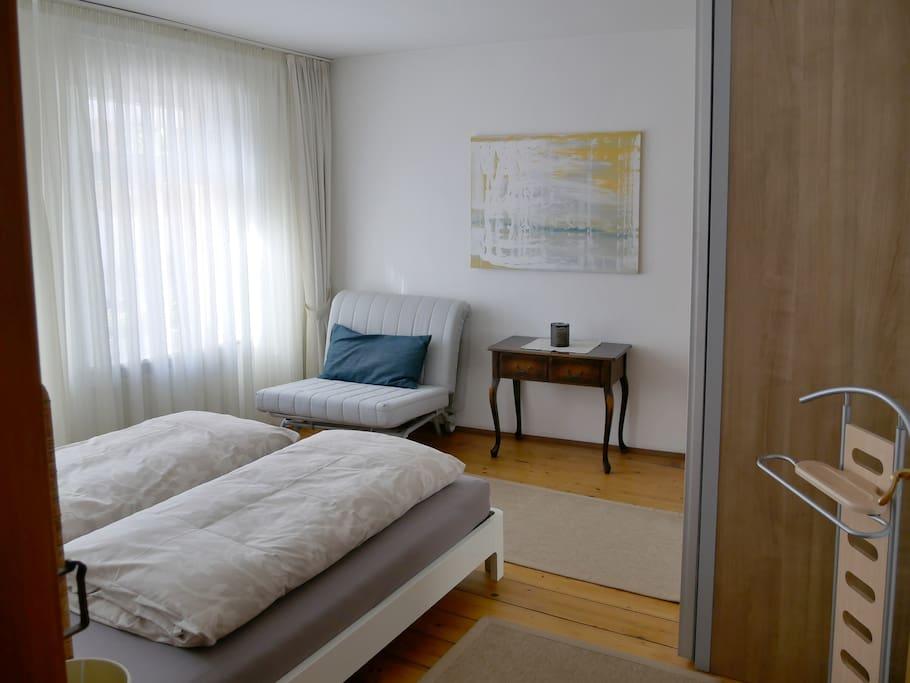 Sehr helles schönes Schlafzimmer