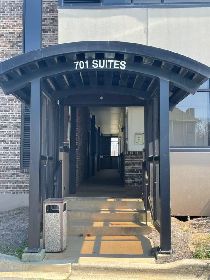 701 Executive Suites #6