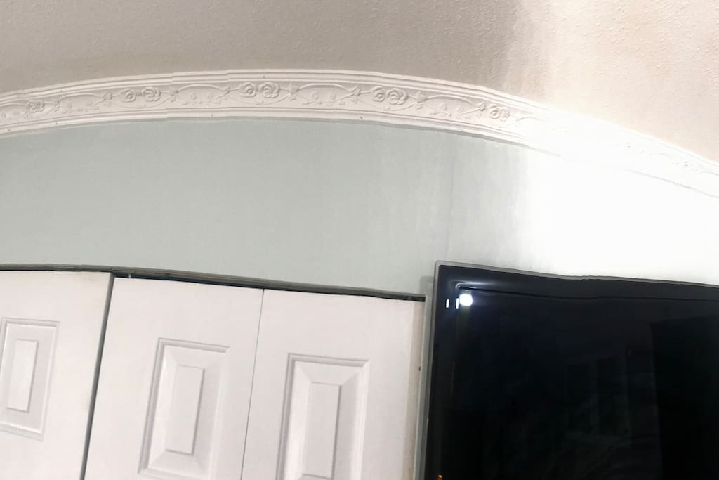 Not many home owner took the time to decorate their room with crown moulding like we do