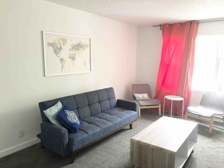Cozy & Close to Stadium/Airport/RCMP/Downtown