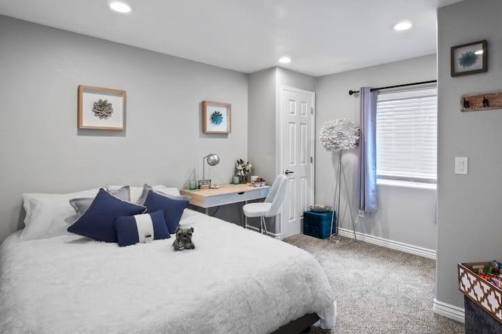 Full Kitchen+Private Bed+Bath = Quiet Sanctuary