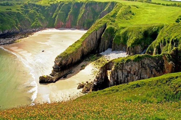 Pembrokeshire-Tenby/Manorbier King bed+Hand Basin - Manorbier - Casa