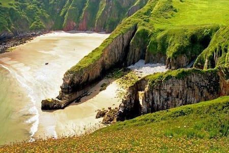 Pembrokeshire-Tenby/Manorbier King bed+Hand Basin - Manorbier