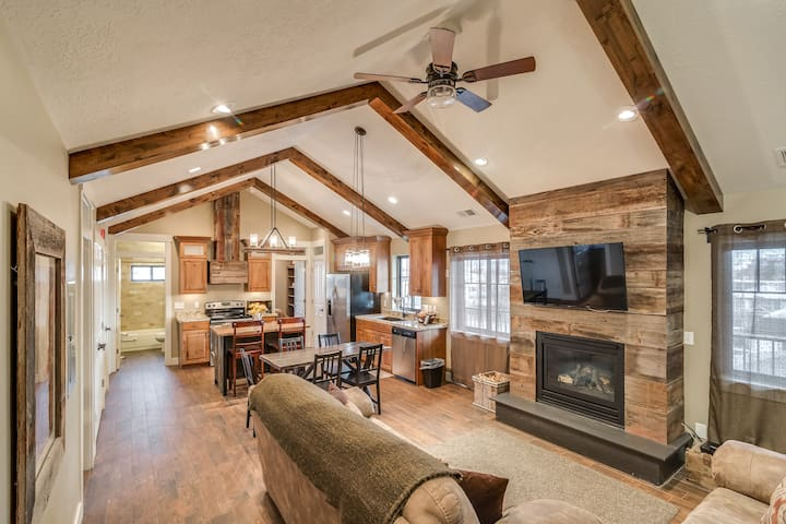 Sleeps 70+! LARGE GROUP Space! Family/Retreats