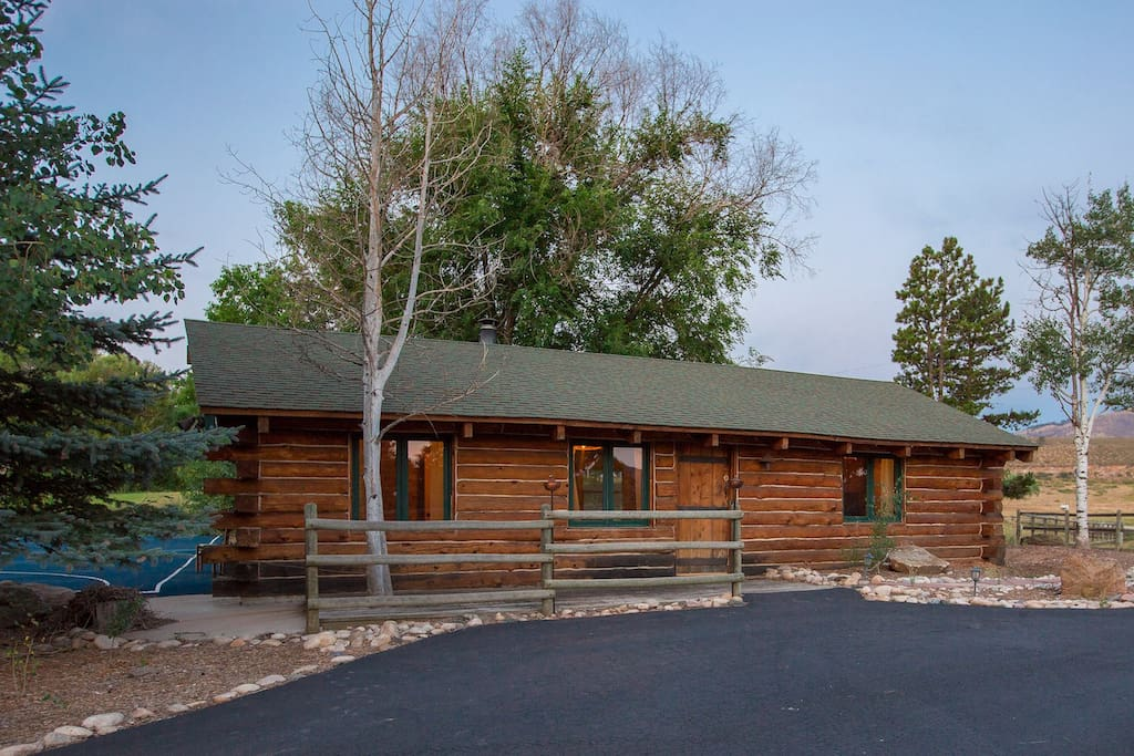 Rustic and charming creek side cabin cottages for rent for Cabin rentals near fort collins colorado