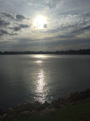 *Lake Murray* Modern 1 Bdr Apt