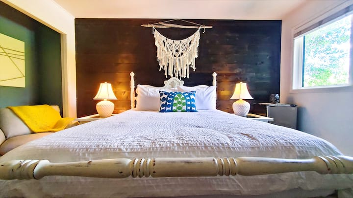 Stylish & Private Queen Room Hotel Style