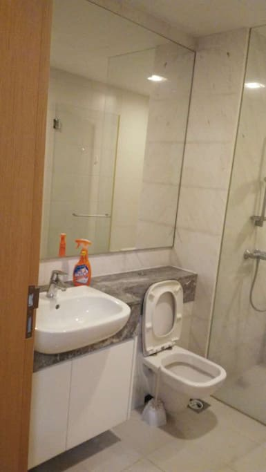 Wash room with dedicated showering area