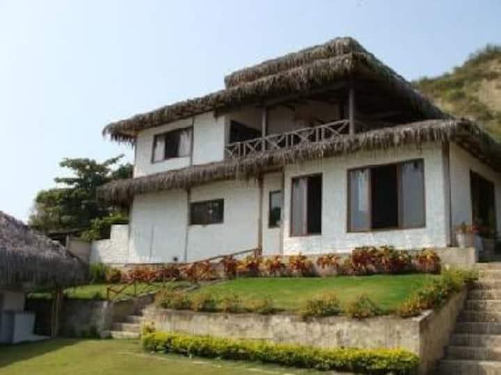 Casa rústica acogedora al pie del mar