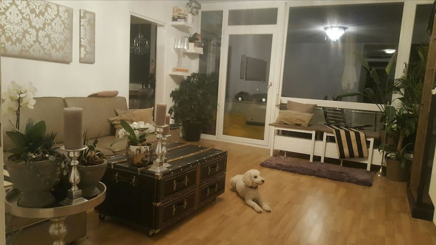 geräumiges modernes Gästezimmer zum Wohlfühlen - Putzbrunn - Apartamento