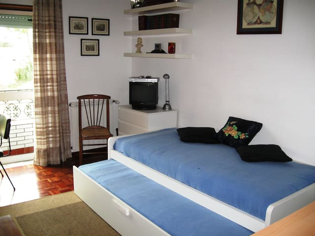 Great double/single room 5 min walk to Sanctuary! - Fátima