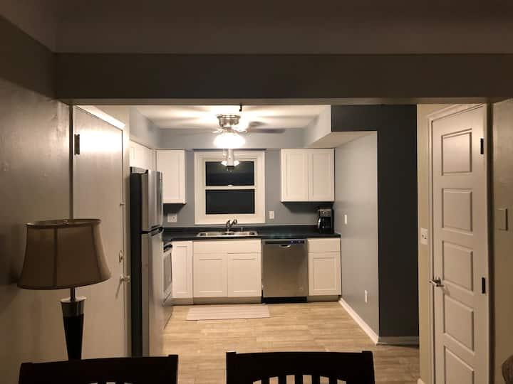 Private Apartment in Minneapolis near Airport & VA
