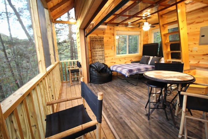 Kentucky Breeze Treehouse-Getaway/Relax...Hike RRG
