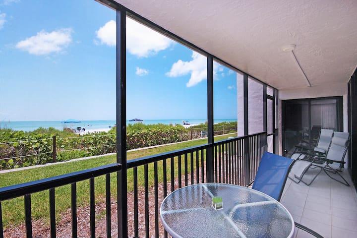 Beach Front Walkout 2BR+Den w/Bikes Sundial E104 - Sanibel - Condominio