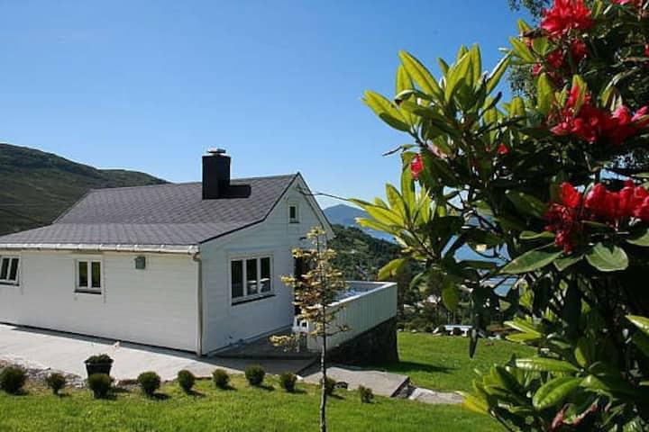 Koselig liten hytte for 4 på Hakallestranda