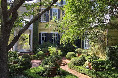 GardenSong B&B 1836 Two BR Suite - Natchez - Oda + Kahvaltı