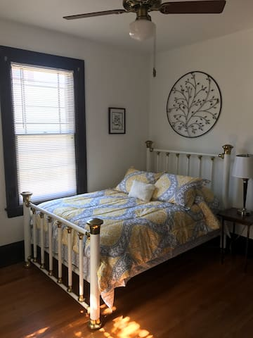 Antique brass bed with all new linens and bedding.