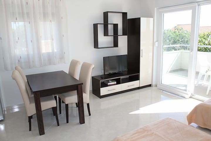 IVAN Nice apartment 2+2 (No.1) - Novalja - Apartment