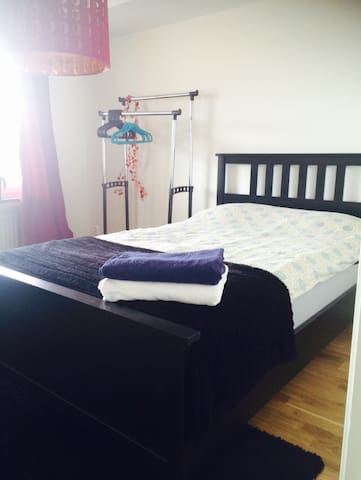 Room in renovated apartment with breakfast! - Uppsala - Appartement