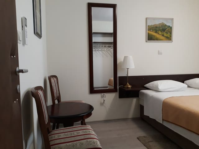 Double room with private toilet & shower + parking