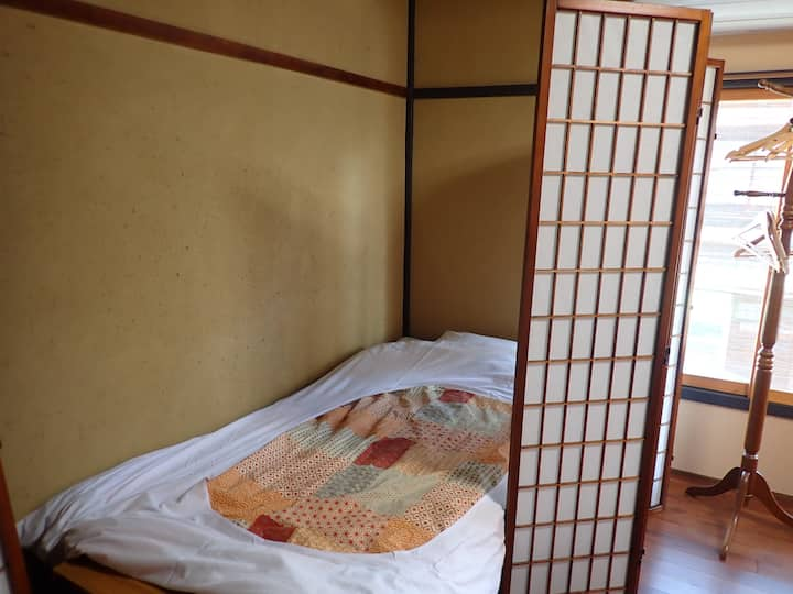 Near Nijo castle (5 Beds Private Room)
