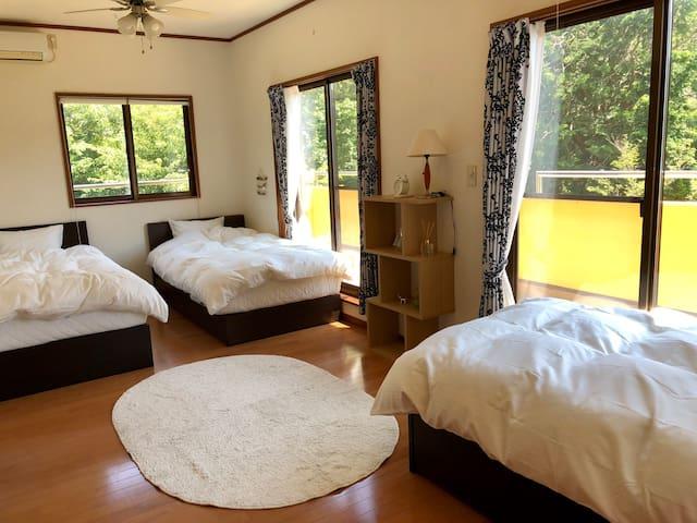 2階寝室 シングルベッド3