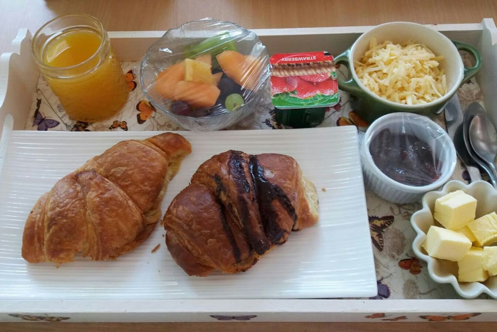 Weekends only. Versions of a light continental breakfast is served.