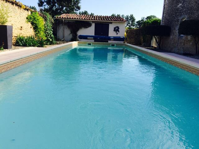 The Retreat - Luxury Gîte,  pool, great location.