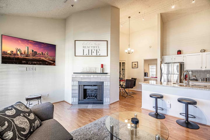 Don't do a hotel! Enjoy Dallas in spacious style at our beautiful condo!