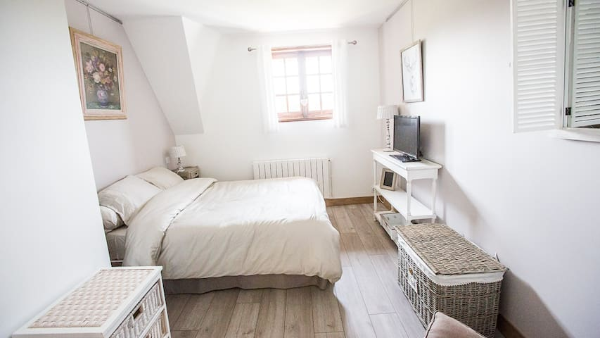 Chambre / Bedroom 3 - Lit/Bed 140