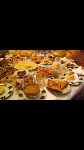 Huge room with a big Moroccan breakfast