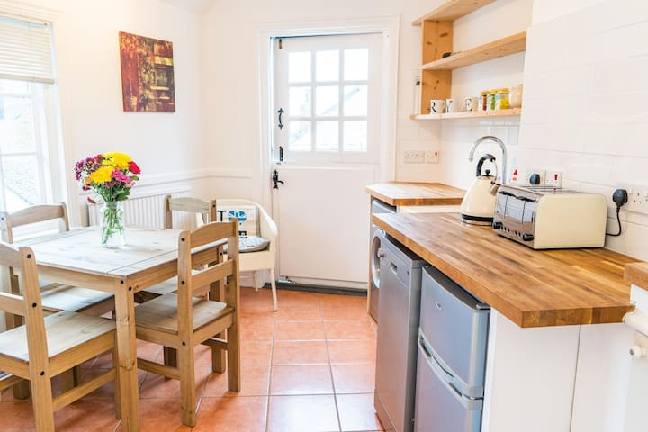 Crooked Loft-Super Central Stunning Views Sleeps 4