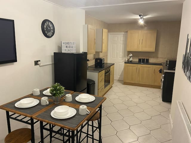 Ultra Modern 5 bedroom House Close to City Centre