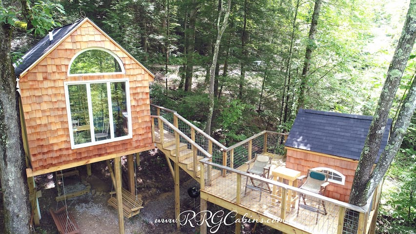 Eagles Nest Treehouse ~ Hike/ Relax / Climb!