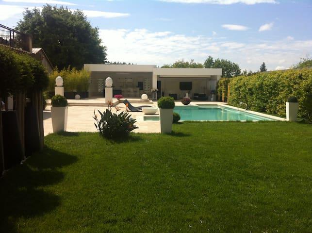 Villa les roses (Piscine chauffée, Climatisation)