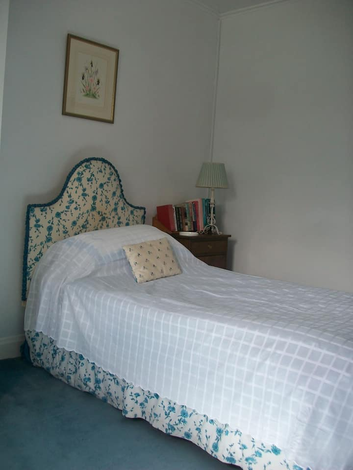 Loughbrow House - The Blue Single Room