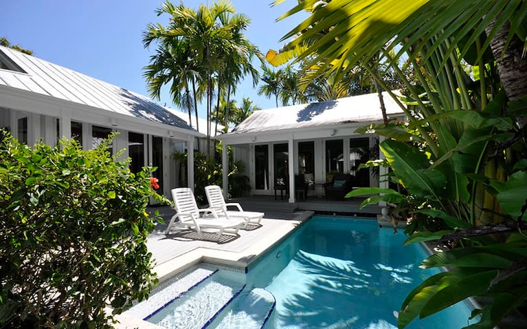 "PACKER RETREAT - A beautifully renovated ""Conch"" house"