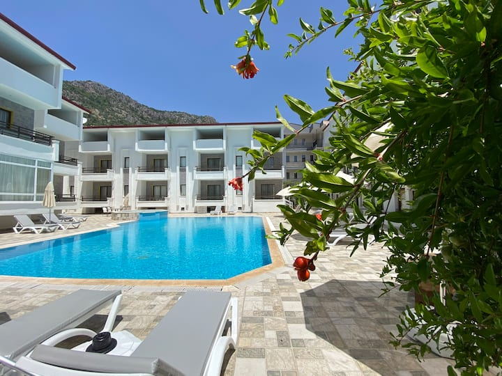 Cosy Apartment with Pool & Beach Access