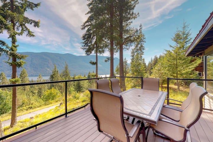 Peaceful, spacious mountain home w/ deck & stunning lake views!