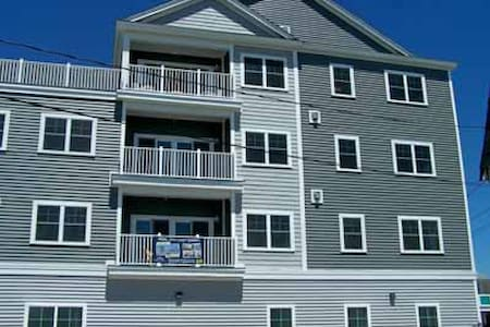 New Penthouse with waterviews (100 yds from beach - Hampton