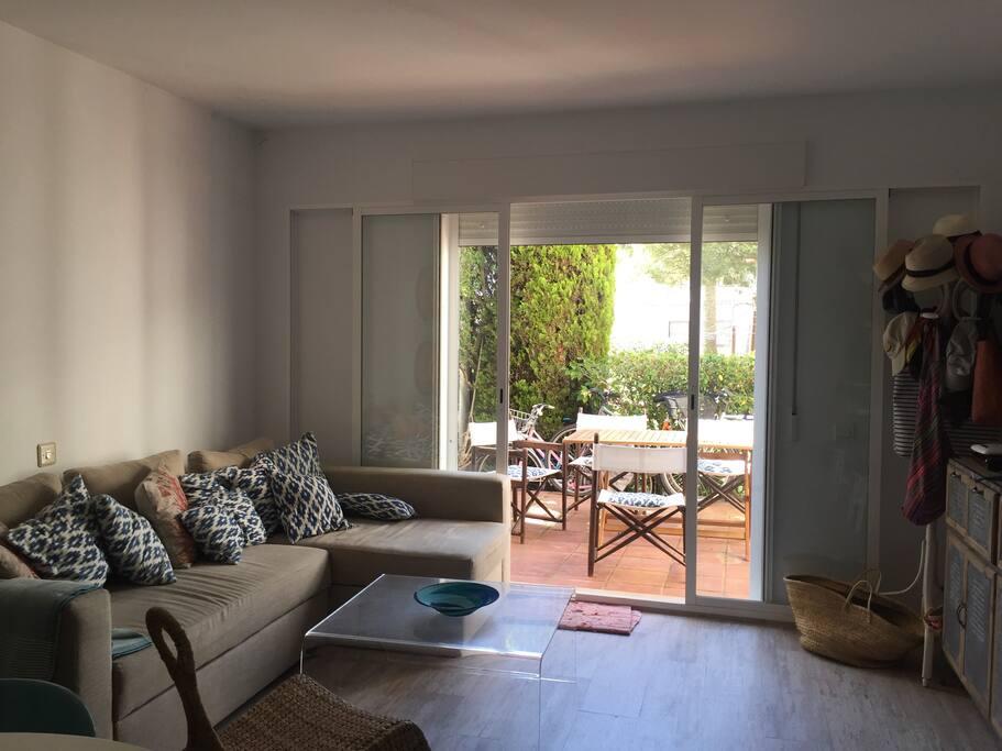 Salón con acceso directo a la terraza
