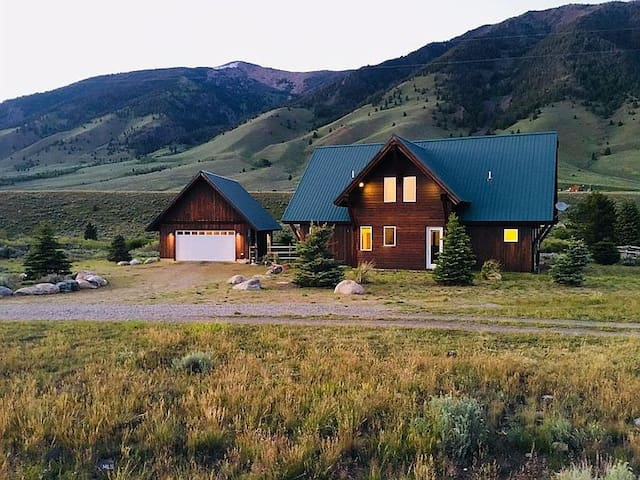 Madison River Retreat: Fishing & Yellowstone Park!