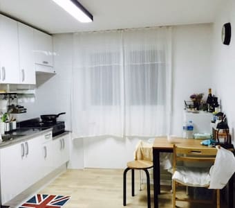 [Open Sale] ROOM WITH 1 BED IN CLEAN COZY HOUSE! - Gwangjin-gu - Huis