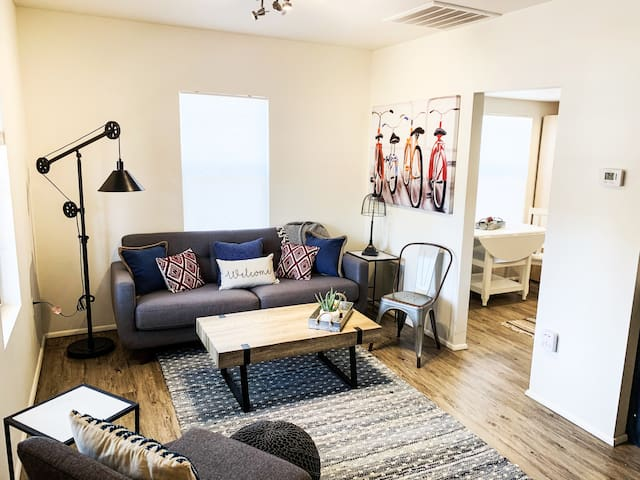 Downtown PHX  2 Bd, Clean and Stylish, Bicycle Too