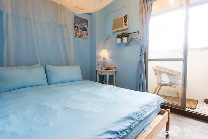 清新藍色夏天,電梯大樓,有獨立衛浴及陽台,免費wifi,步行到夜市約8分鐘 - Xitun District - Appartement