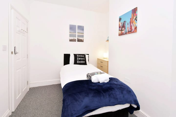 Townhouse @ Hanley Road Stoke - Single Room