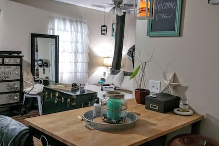 Charming Studio, walk to d.t. Royal Oak & Ferndale - Ferndale
