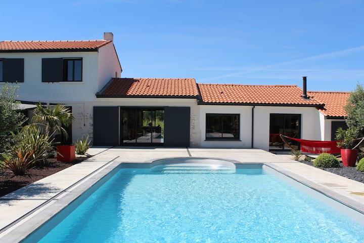 Villa grand standing avec piscine proche Nantes