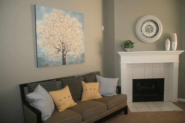 Clean & bright home near IAH & Lake Houston