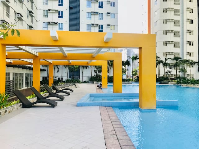 Fully Furnished Studio in Vertis Near Trinoma/MRT